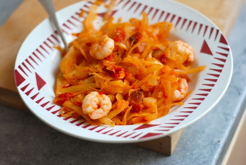 Spicy cabbage with shrimp and tomatoes